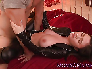 Vicious mother blowing off cock